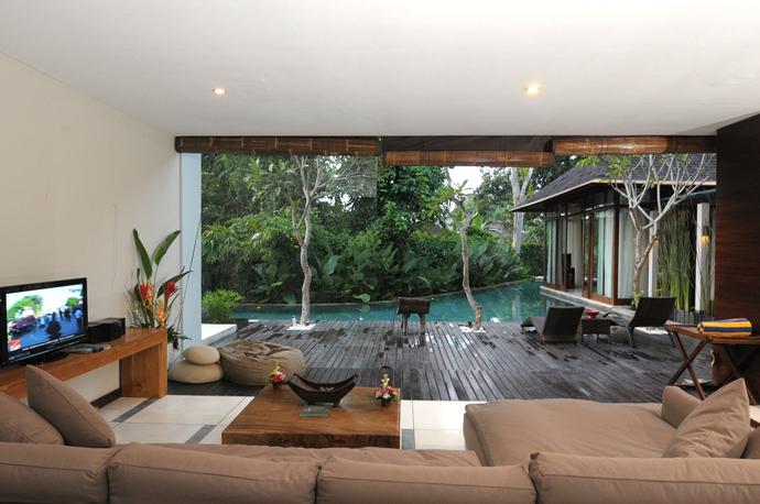 Discover the Art of Tropical Living at Paya-Paya Villa, Bali