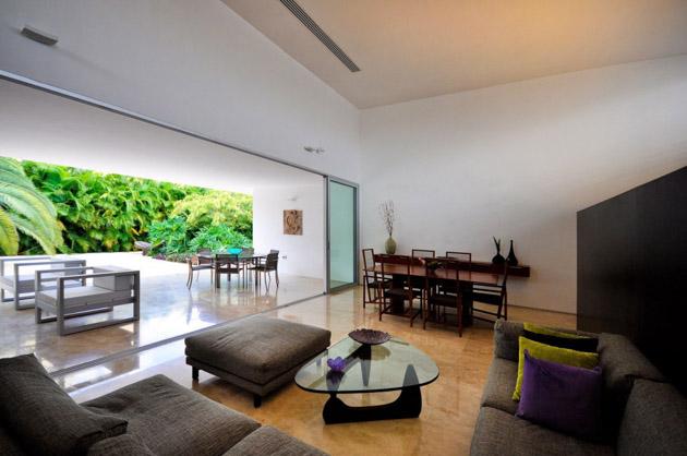 Rajuela House by Muñoz Arquitectos