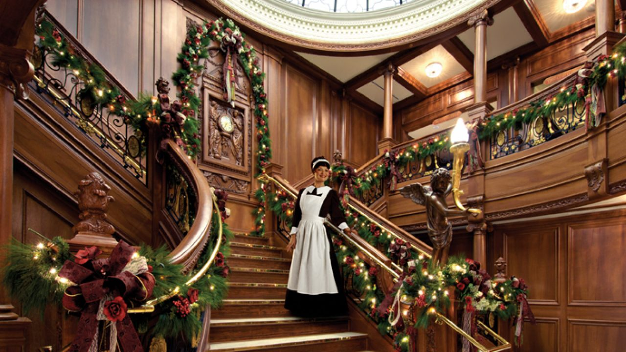 Fairytale Christmas Decorations.30 Beautiful Christmas Decorations That Turn Your Staircase