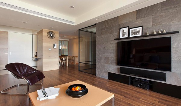 Stylish and Spacious Apartment Integrating a Movable Wall