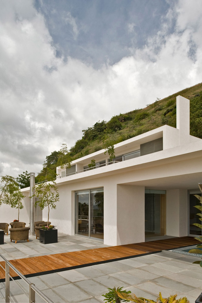 Stunning Mountain House by Agraz Arquitectos
