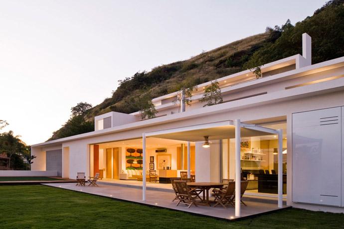 Stunning Mountain House by Agraz Arquitectos
