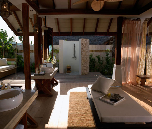 Jumeirah Vittaveli Resort : Piece of Heaven in Maldives