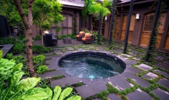 26 Impressive and Breathtaking Outdoor Jacuzzis ...