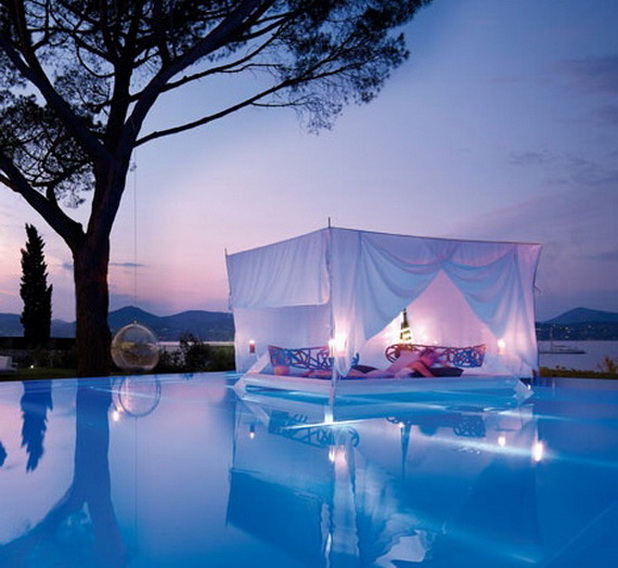 Romantic Outdoor Canopy Beds
