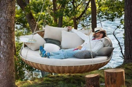16 Extremely Comfy Hanging Loungers For Full Relaxation