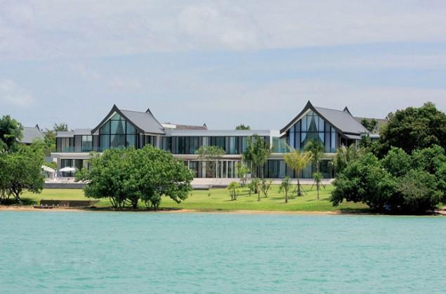 Villa Verai- Stunning Beachfront Property in Phuket