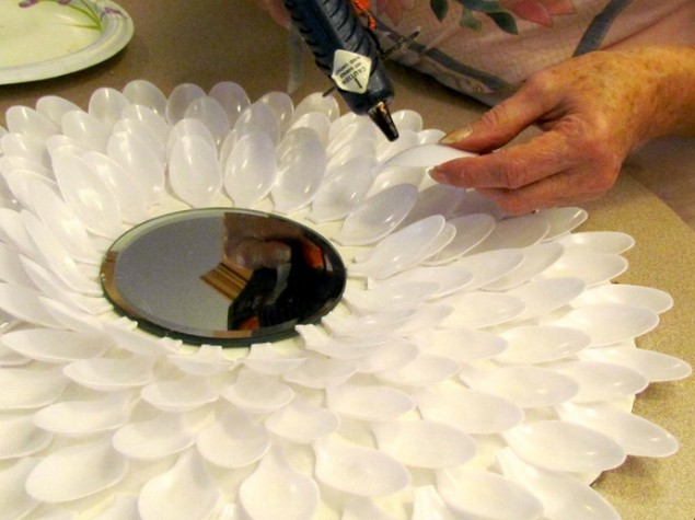 28 Creative Ways to Repurpose And Reuse Plastic Spoons
