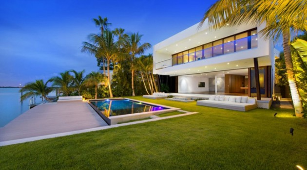 Miami Beach Residence by Luis Bosch