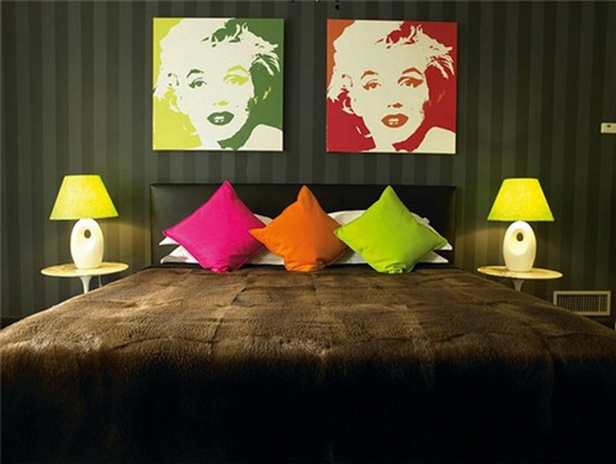 18 chic interior designs inspired by pop art for Interior pop designs for bedroom