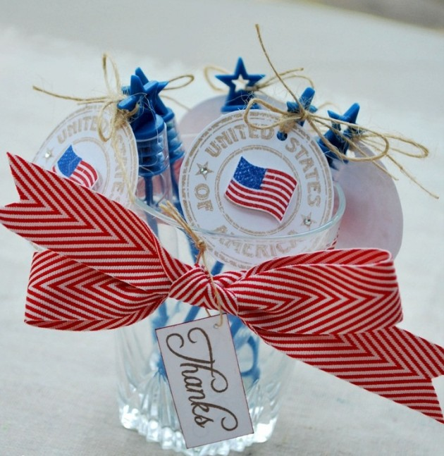 digsdigs._com_53-cool-4th-july-centerpieces-in-national-colors_