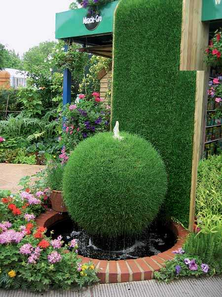 20 wonderful garden fountains for Unique small garden ideas