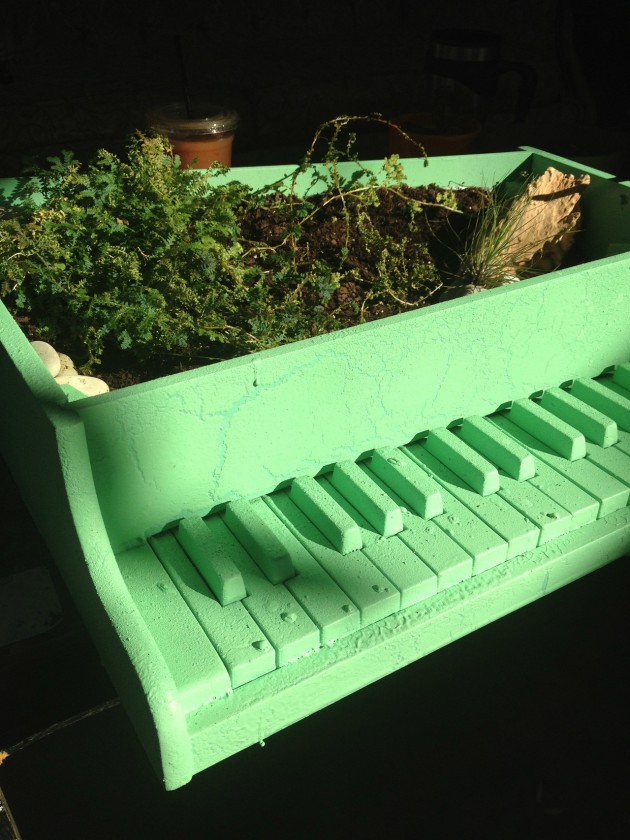 mumblemountain_com_post_27288001342_piano-planter