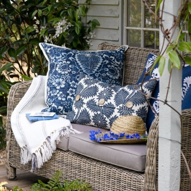 30 Garden Designs with Gorgeous Pillows