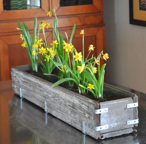makelifelovely._com_2013_02_diy-rustic-wood-planter-box._html
