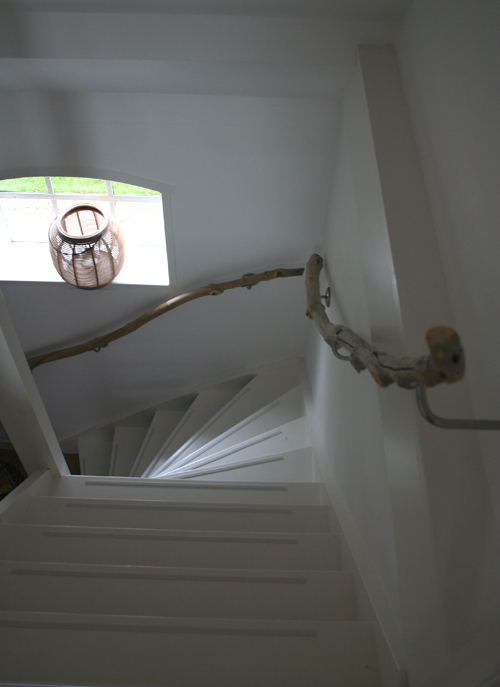 style-files._com_2010_11_27_handrail-made-from-branches_