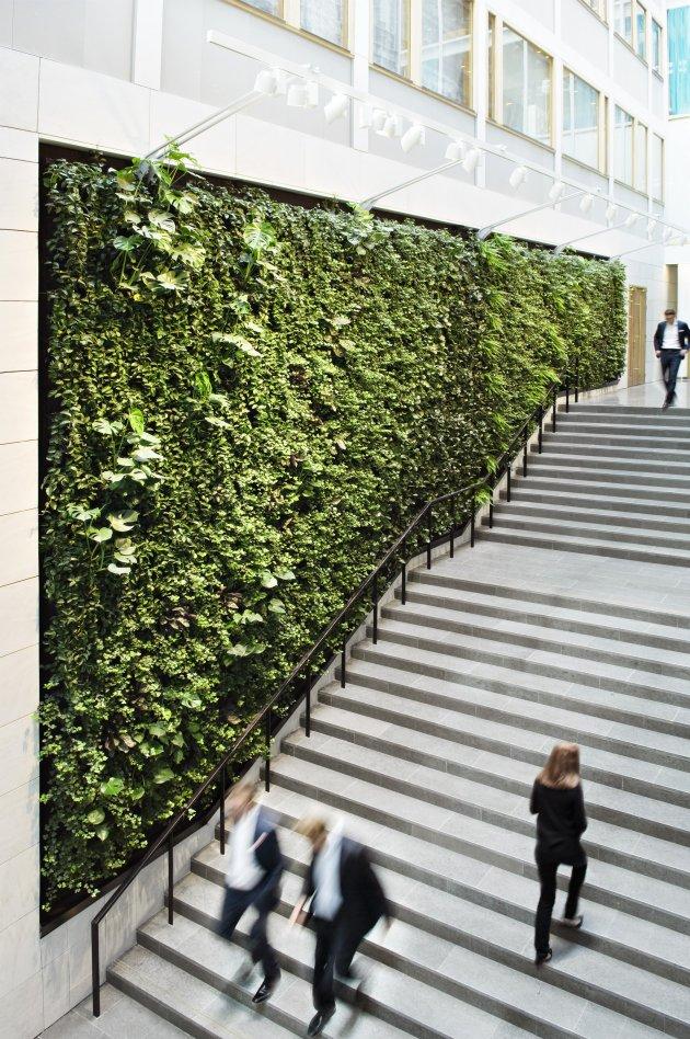 30 Incredible Green Walls