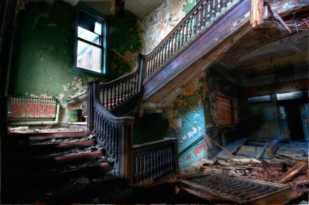 30 Fascinating Abandoned Buildings