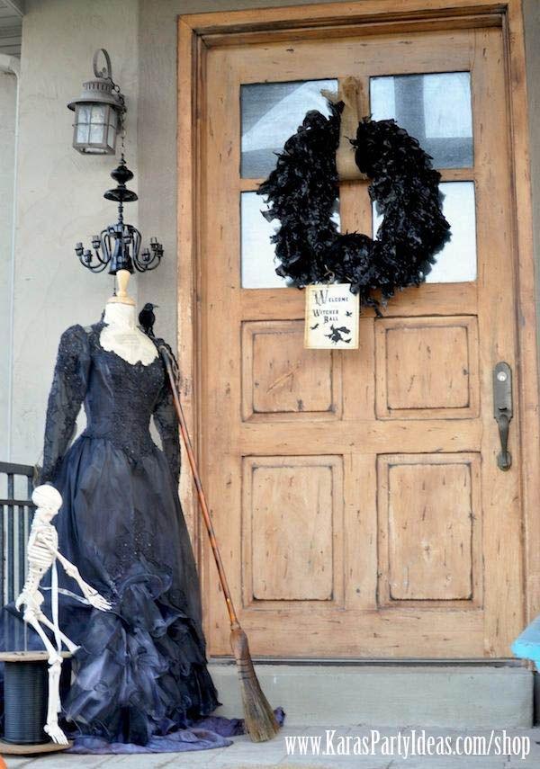 22 Creepy DIY Trash Bags Halloween Decorations
