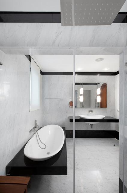 30 Elegant Black & White Colored Bathroom Design Ideas