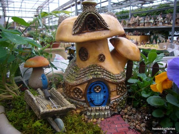15 Miniature Fall Garden Decorations