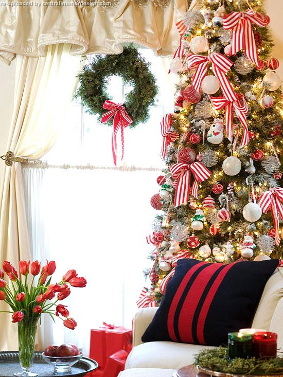 30 Cheerful Christmas Interior Designs