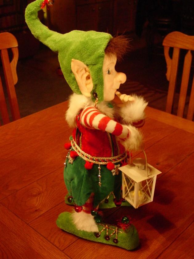 16 Shapely Christmas Figurine Decorations