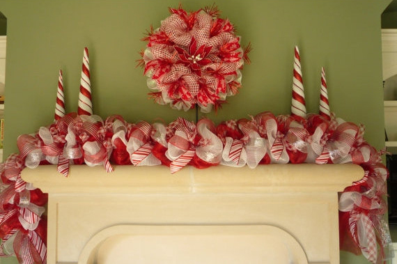 Red And White Christmas Garland