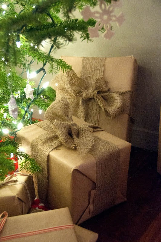 Decorate Living Room Ideas: 33 Adorable Burlap Christmas Gifts Wrapping Ideas