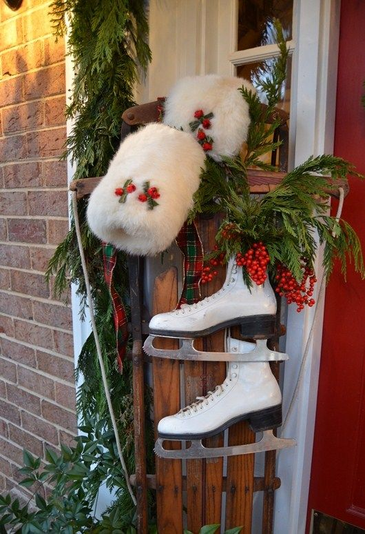 35 amazing vintage ski and ice skates decorations - Ice Skate Christmas Decoration