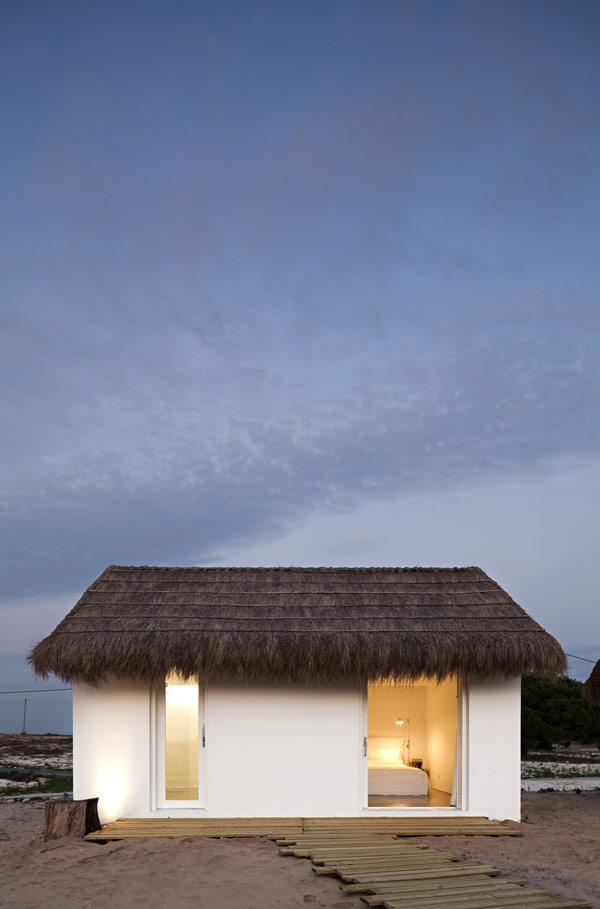Casas Na Areia, Astonishing Holiday Retreat in Portugal