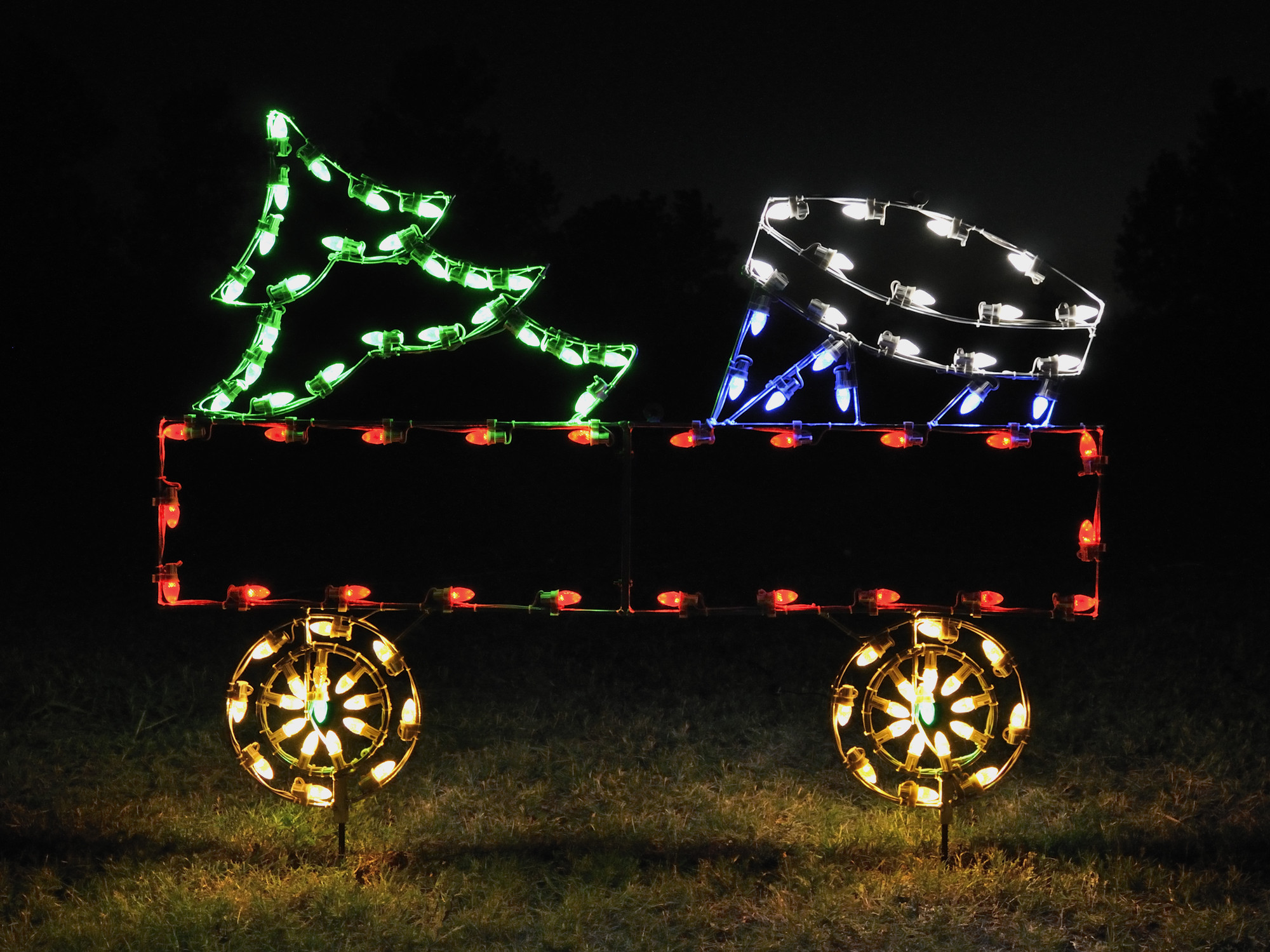 A Collection of Outdoor Christmas Light Displays 5