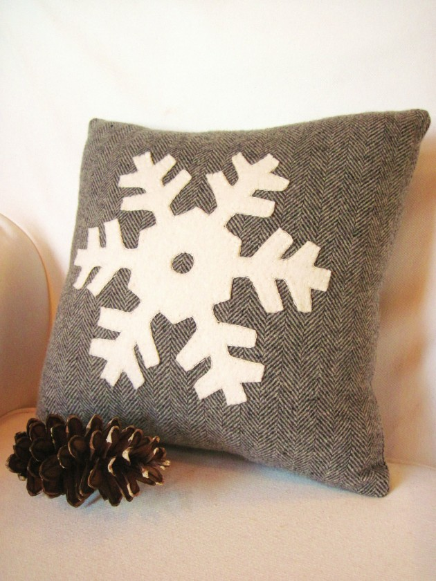 Another Collection of 17 Christmas Pillow Designs