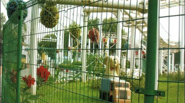 Backyard Fences, Adorable, Stylish and Yet Economical!