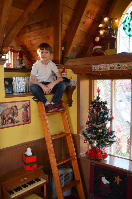 Stunning Tree house For Kids Decorated In The Spirit Of Christmas