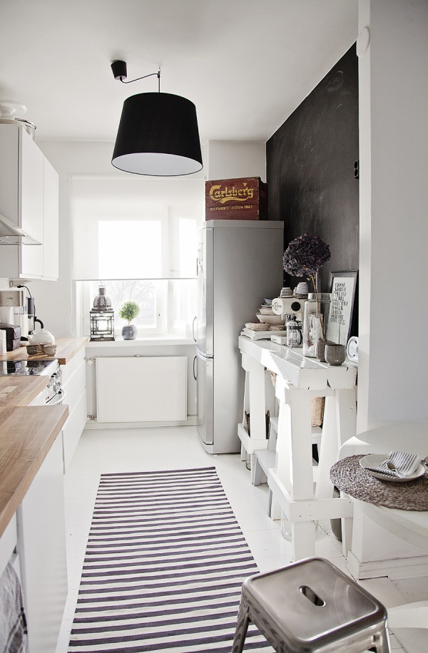30 inspiring white scandinavian kitchen designs for Amnagement cuisine couloir