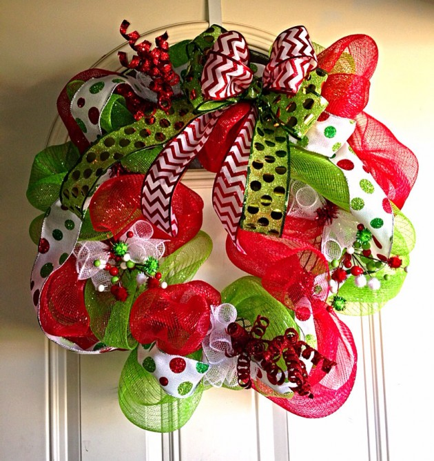 24 Whimsical Handmade Christmas Wreath Ideas 0 comments Seeing how our posts with Christmas wreath collections are the most popular, we've decided to make another one.
