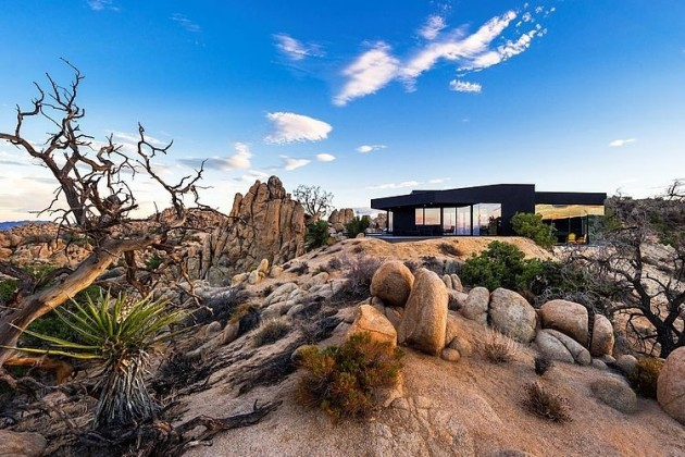 Black Desert House in Yucca Valley, California