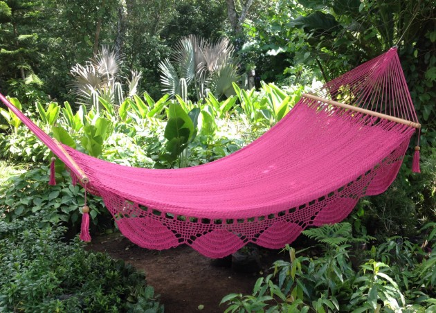 18 Comfortably Relaxing Hammocks for Spring