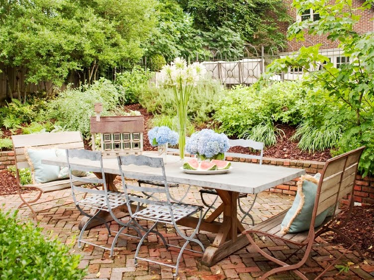 22 awesome rustic patio design ideas for everyday enjoyment for Patio table decor ideas