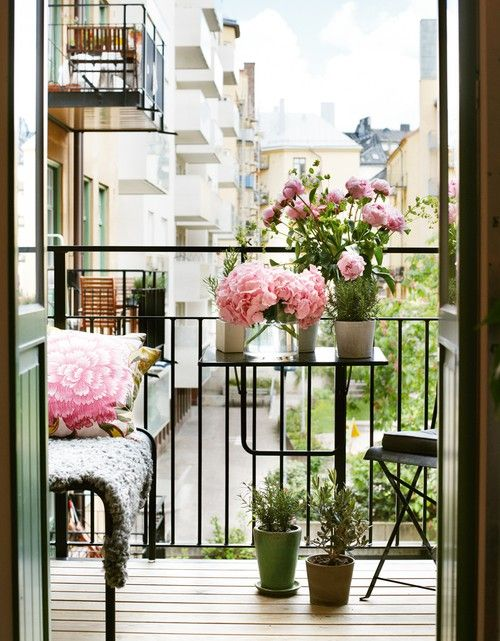 21 Lovely & Functional Small Terrace Design Ideas