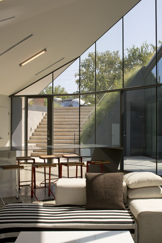 Underground Beauty  Edgeland House in Austin, Texas