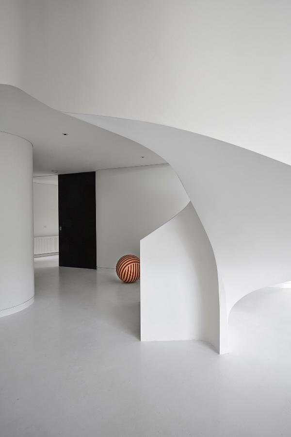 Sculptural Apartment in Old Butter Factory in West Melbourne