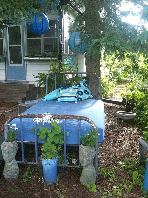 23 Lovely Vintage Beds for Your Garden