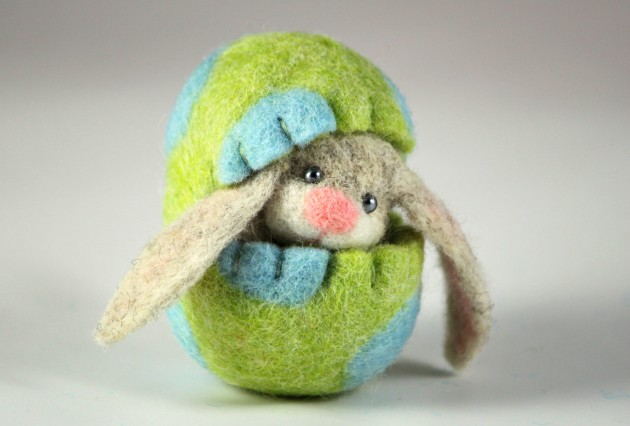 22 Adorable Needle Felted Easter Decorations