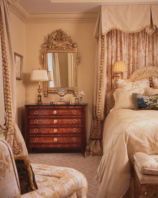 16 Charming Victorian Bedroom Design Ideas