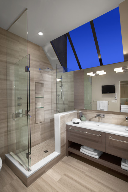 Efficient use of your attic 18 sleek attic bathroom for Space efficient bathroom designs