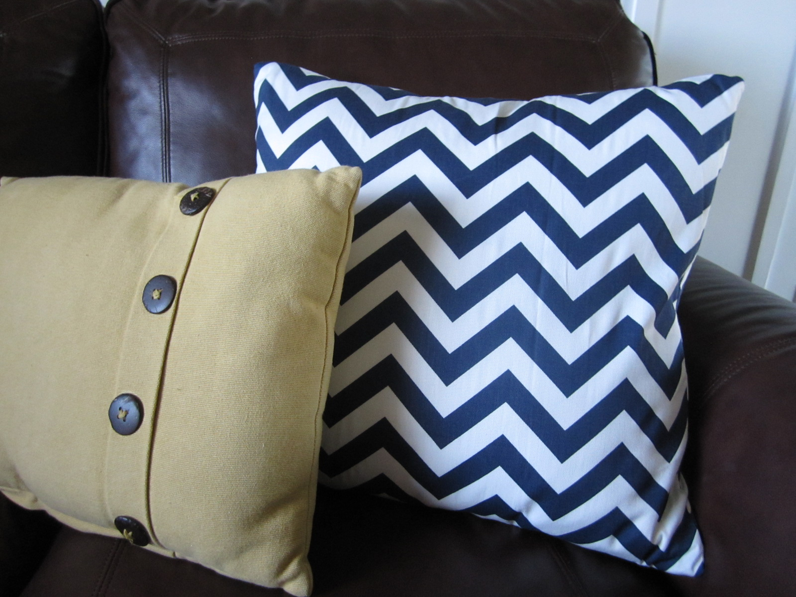 25 Incredible DIY Throw Pillows