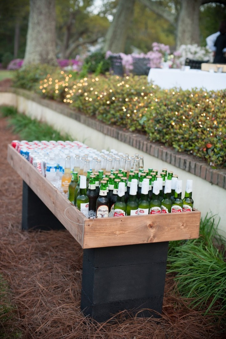 23 incredible diy outside bar ideas for Diy backyard bar