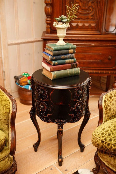 25 Amazing Vintage Side Table Designs